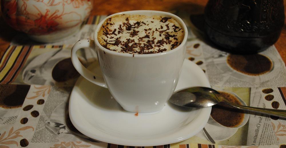 фото кофе по венски, приготовленный в турке