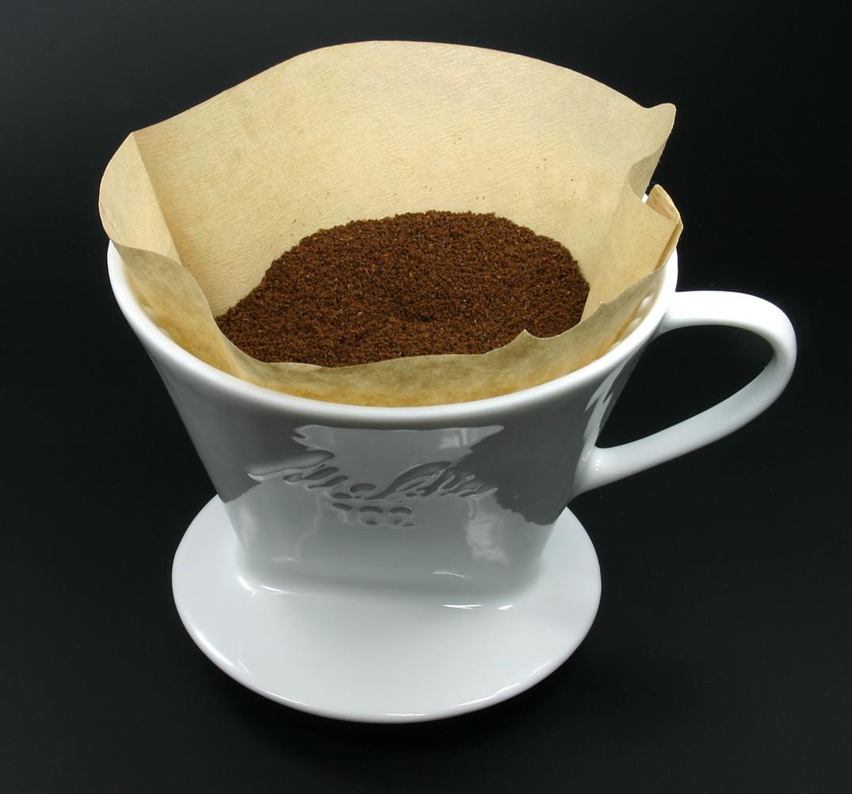 фото правильного помола кофе для пуровера и кемекса