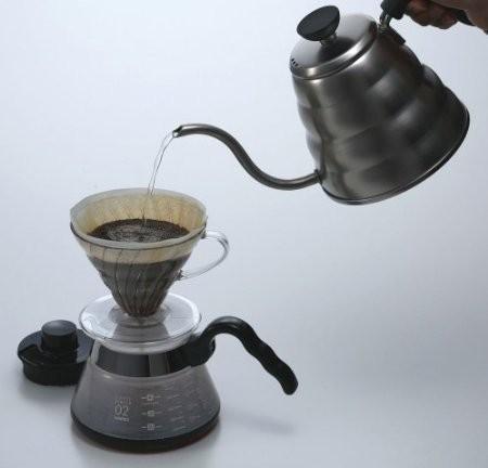 Заваривание кофе с помощью пуровера фото