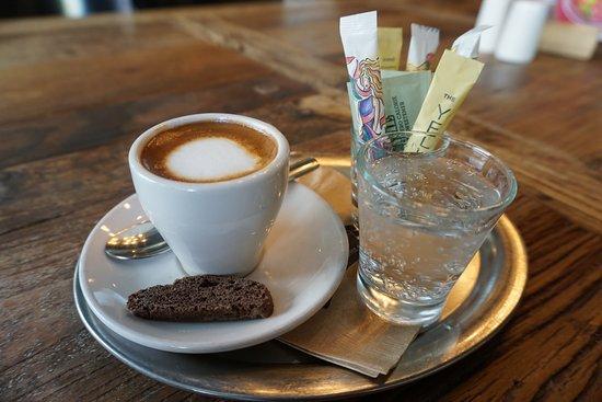 фото как правильно подавать кофе макиато