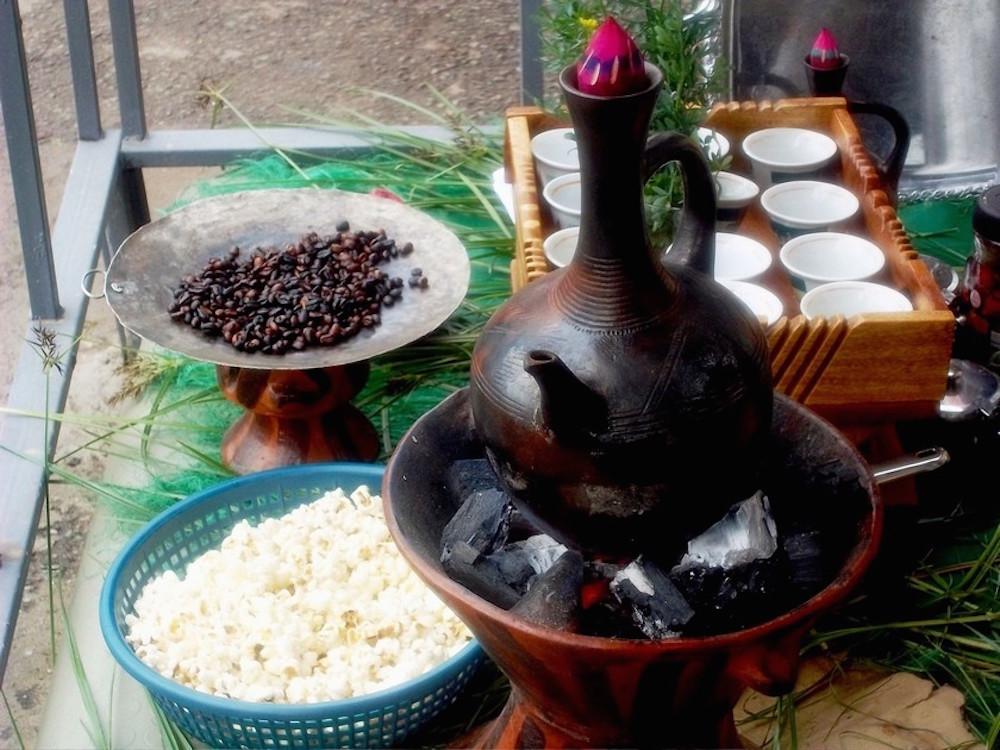фото как готовят кофе в Эфиопии