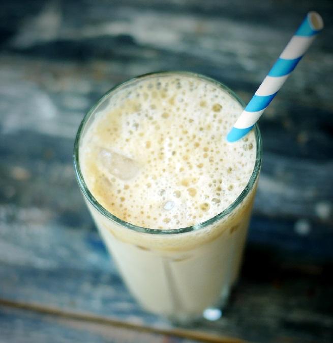 фото холодного кофе с молоком