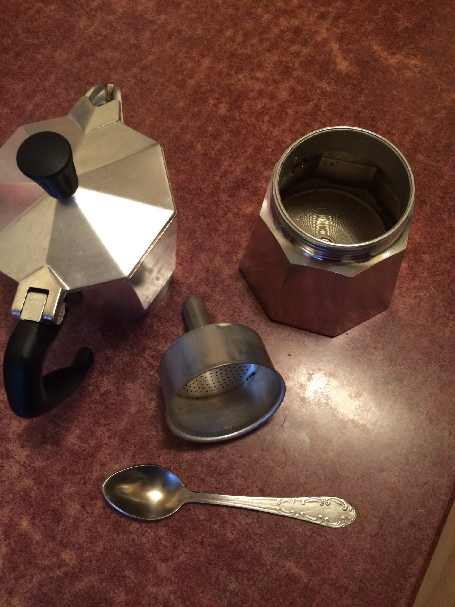 фото гейзерной кофеварки в рахобранном виде