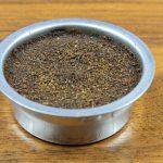 фото утрамбованного кофейного жмыха
