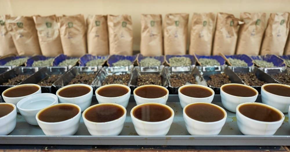 фото как пьют кофе в Кении
