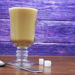 фото кофе с молоком в бокале
