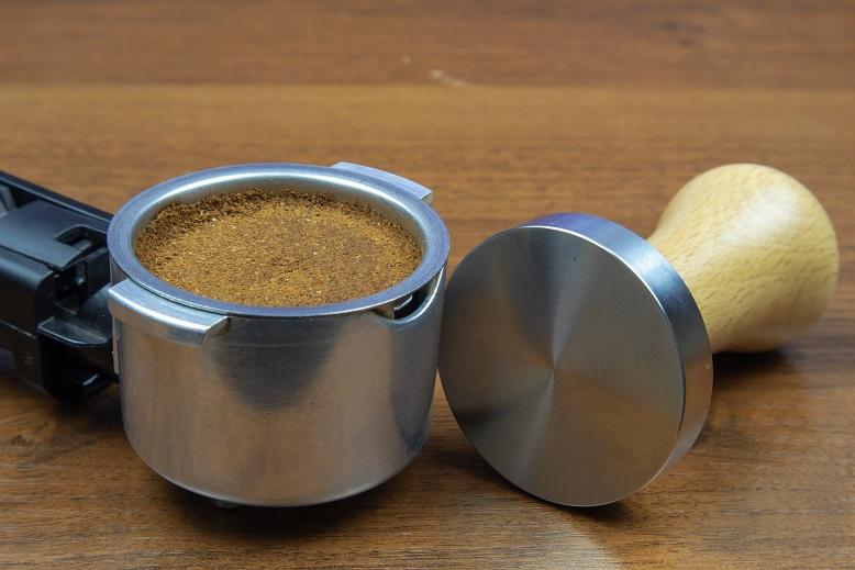 фото как нужно пользоваться рожковой кофеваркой