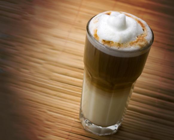 фото молочного кофе бомбон