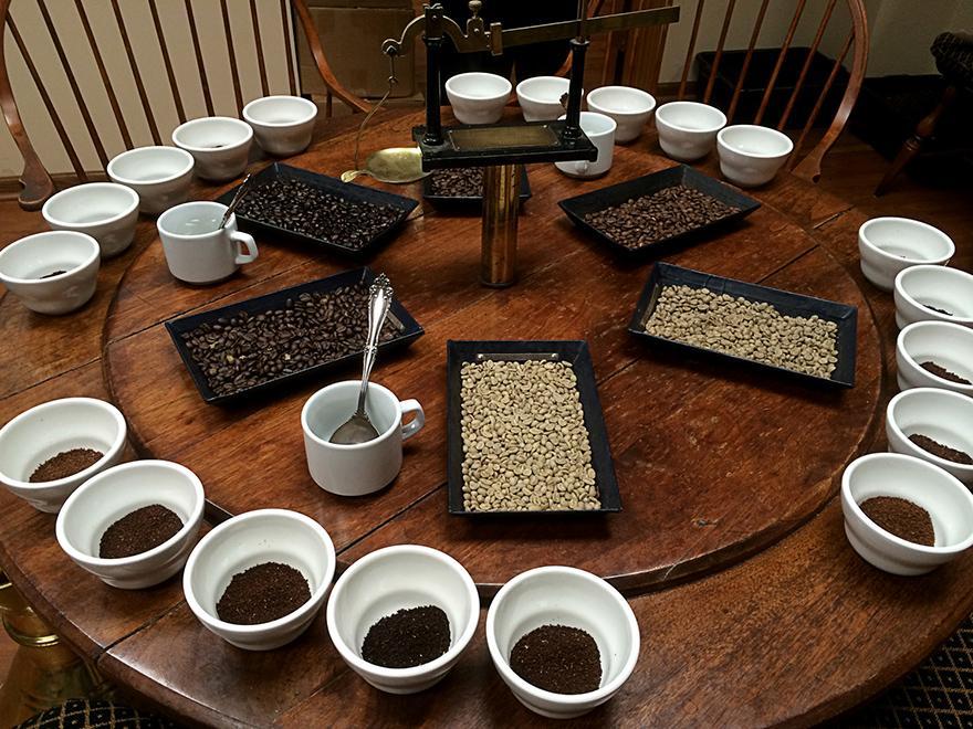 фото стола для профессиональной дегустации кофе