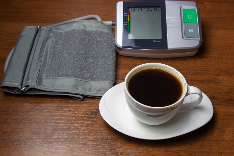 как кофе влияет на давление