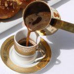 фото как подают кофе в Греции