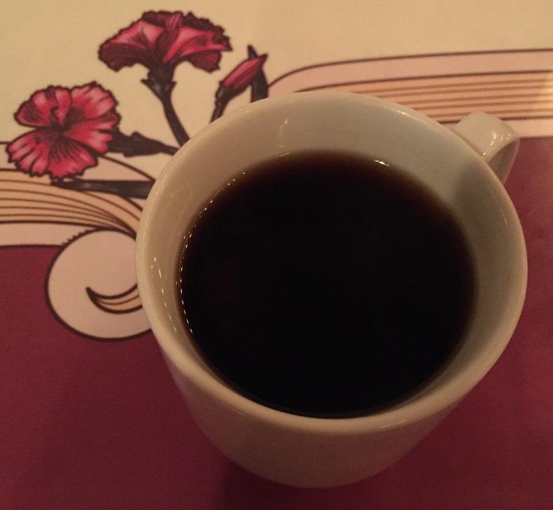 готовый кофе с гвоздикой в чашке