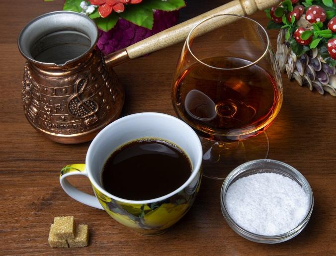 Кофе с солью и коньяком фото