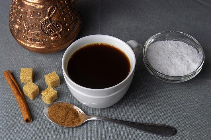 Кофе с солью и корицей фото
