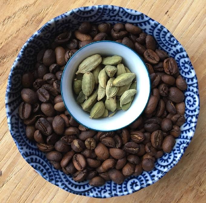кардамон к кофе