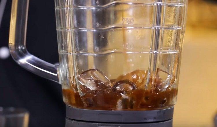 простой кофе со льдом